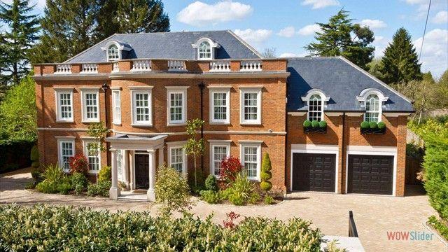Stately European mansion house http://ajackpot.com/images/millionaire-houses/index.shtml