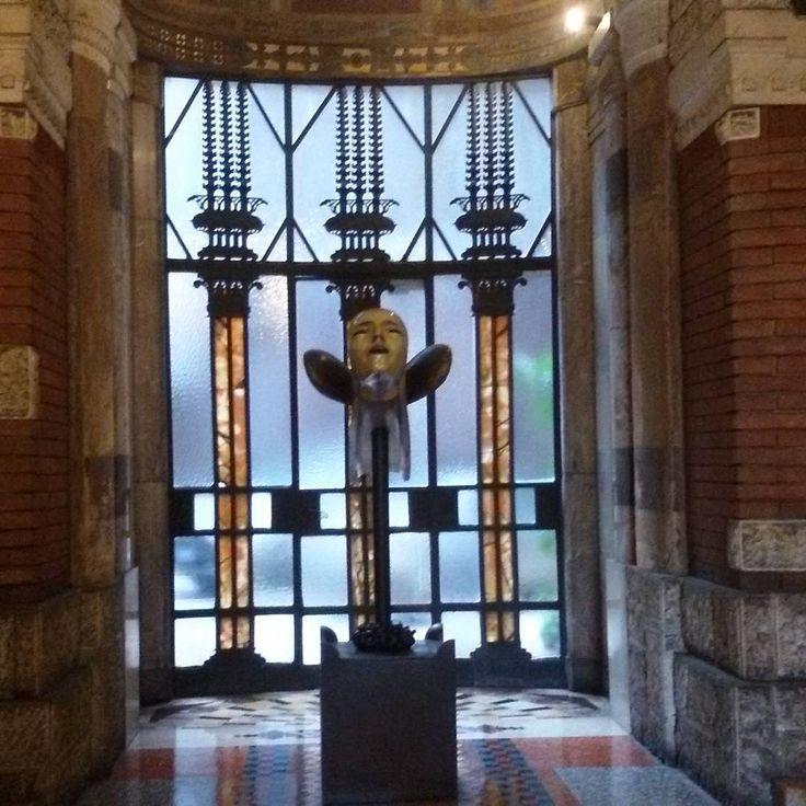 Una buona serata da Palazzo Berri Meregalli straordinario esempio di liberty milanese 1911/13.La statua nell'androne rappresentante la vittoria alata è  opera di A.Wildt. #milano_in #beniculturali30 #eventiatmilano #milano_forever #milanostupendaufficiale #milaninsight #milandreamin #volgomilano #vivomilano #loves_milano #loves_united_milano #visitmilano #turismomilano #welovemilan #whywelovemilano #robemilanesi #scattaingiro #grandangolopics #poesieepoesie #soul_infinity…