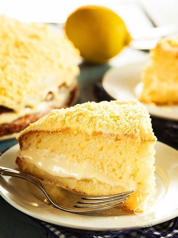La Torta Mimosa senza glutine: due soffici dischi di pan di Spagna glutenfree che racchiudono una sorprendente crema aromatizzata alla vaniglia.
