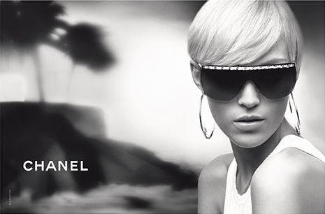 24-letnia Anja Rubik w kampanii Chanel Eyewear jesień-zima 2007, fot. Karl Lagerfeld