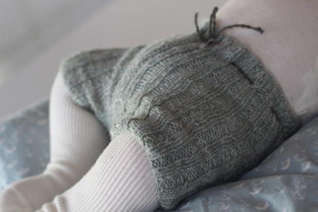 Jeg har strikket shorts til Julius. Han bruger oftest strømpebukser, for babyer taber alligevel hele...