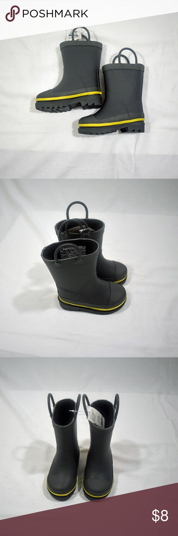 Toddler Boys Sz 5/6 Splash Rain Boots - NWT Charcoal boots with a yellow pop-of-color stripe. Great for puddle splashing! Two pull handles to help kids pull boots on and off. Waterproof with a faux fur lining and an easy to clean shell. Western Chief has been making trusted family footwear since 1891.  All products are handmade with the intent of keeping the wearer dry and comfortable in unpredictable weather.  New with tags! Western Chief Shoes Rain & Snow Boots