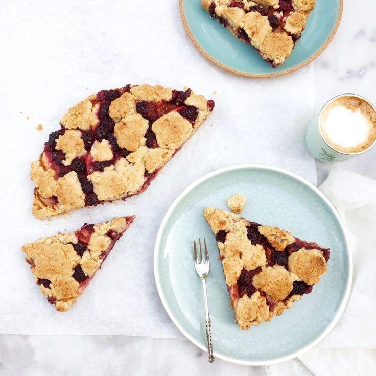 Heerlijk recept voor bramen crumble taart met stukjes appel - madebyellen.com