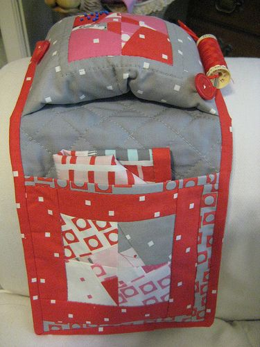 Super clever sewing caddy, complete with fold-away thread catcher and spool holder!