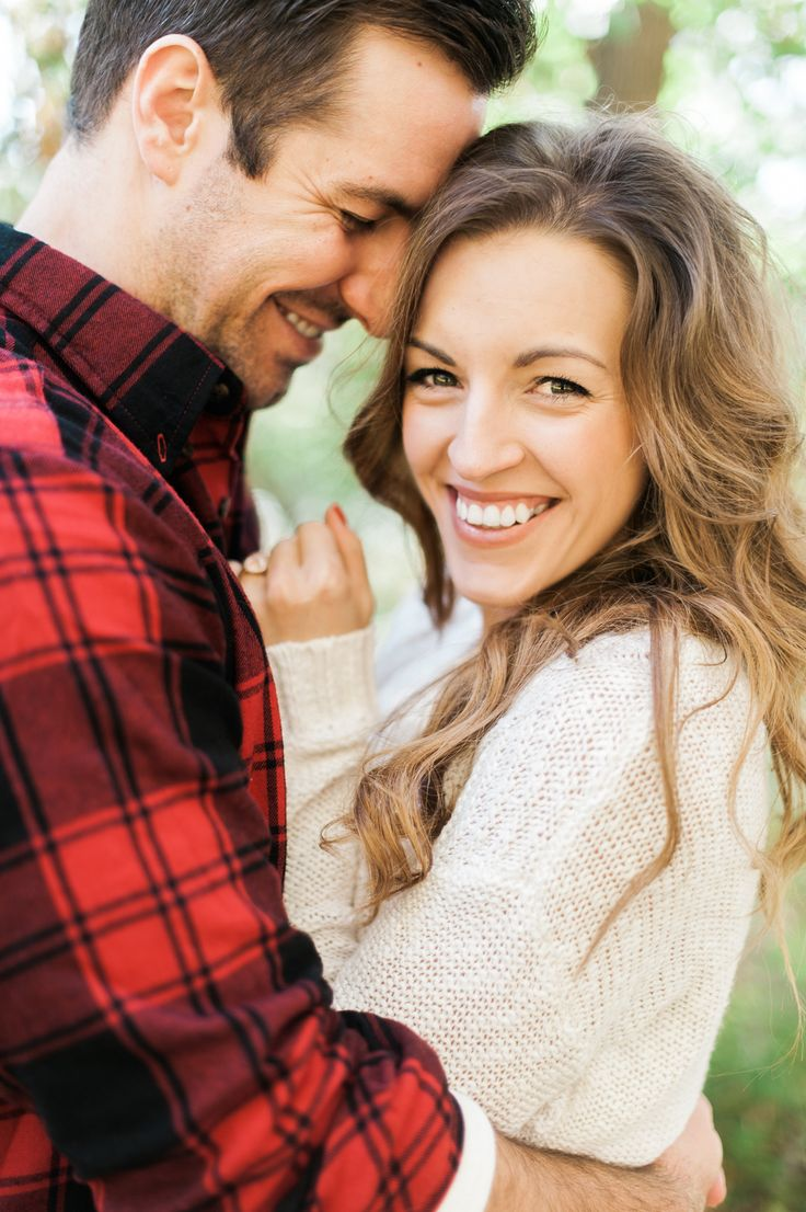Photography : Photos By Jenna Leigh Read More on SMP: http://www.stylemepretty.com/2014/11/26/cozy-engagement-session-with-saffron-avenue/