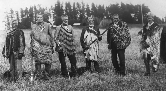 Photograph of six Ngāti Maniapoto survivors of the Ōrākau battle, taken by James Cowan in 1914. Ref: 1/1-017975-G
