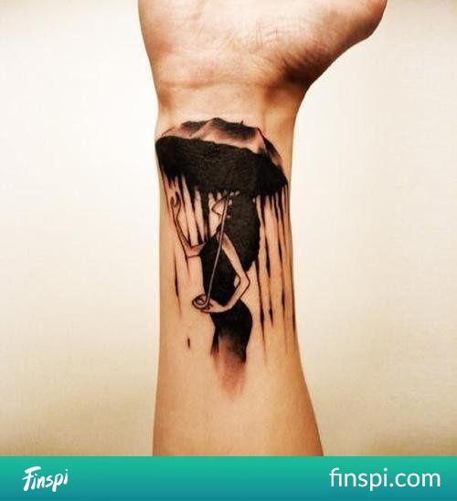 Tatuaż kobieta w deszczu #tatuaż #tatuaże