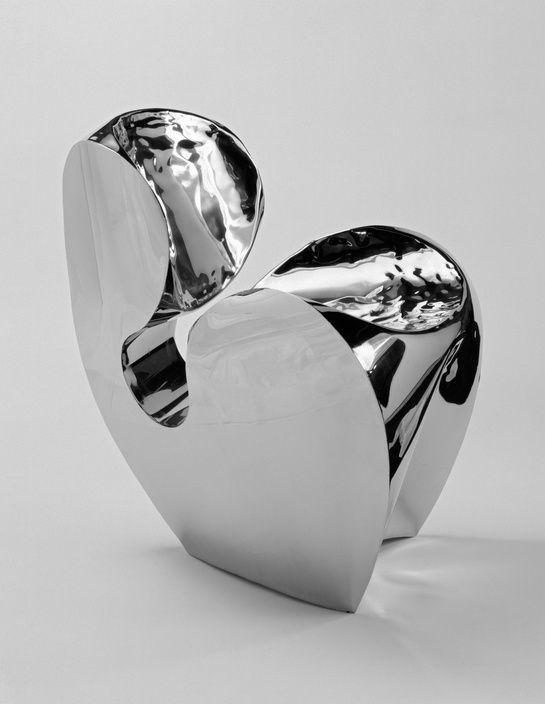 Design chaise Ron Arad http://www.vogue.fr/joaillerie/portrait/diaporama/rencontre-avec-aude-lechere-creatrice-bijoux-baccarat/19657/image/1037476#!design-chaise-ron-arad