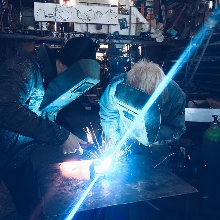 Been spending the last days of 2017 learning and seeing new things resting the body and mind! When practicing a craft like welding or carpenting I still often get mad at myself for not learning a proper job before studying business! - #vacation #welding #holidays #kraft