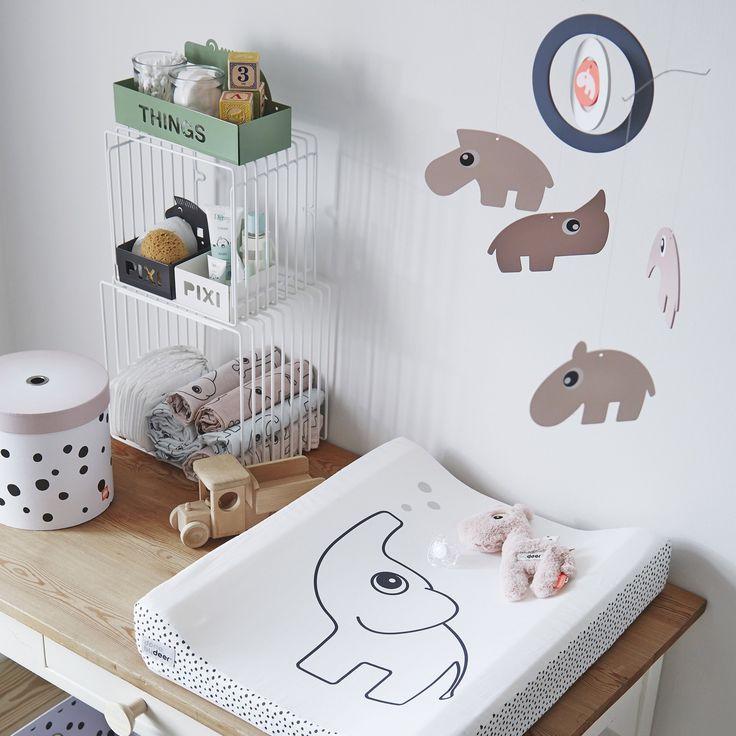 Stel je mooiste spullen tentoon en houd de kamer tegelijkertijd opgeruimd met deze Done by Deer wire rekken. Met deze set van twee kun je een heleboel spulletjes opbergen. Ideaal voor boeken, knuffels of vrolijke accessoires, het past allemaal!