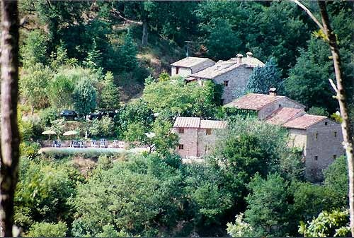 """Farm Holidays Accommodations Tuscany Cortona. Ca de Carlicchi is a lovingly restored farmhouse in Tuscany, bordering Umbria; far from mass tourism, but near beautiful old towns, we offer warm Italian hospitality with the possibility of individual arrangements for your holidays. We think that quiet and nature are the starting points to find the well-being of body and soul, especially in a world where the old virtue of """"being idle"""" is apparently forgotten."""