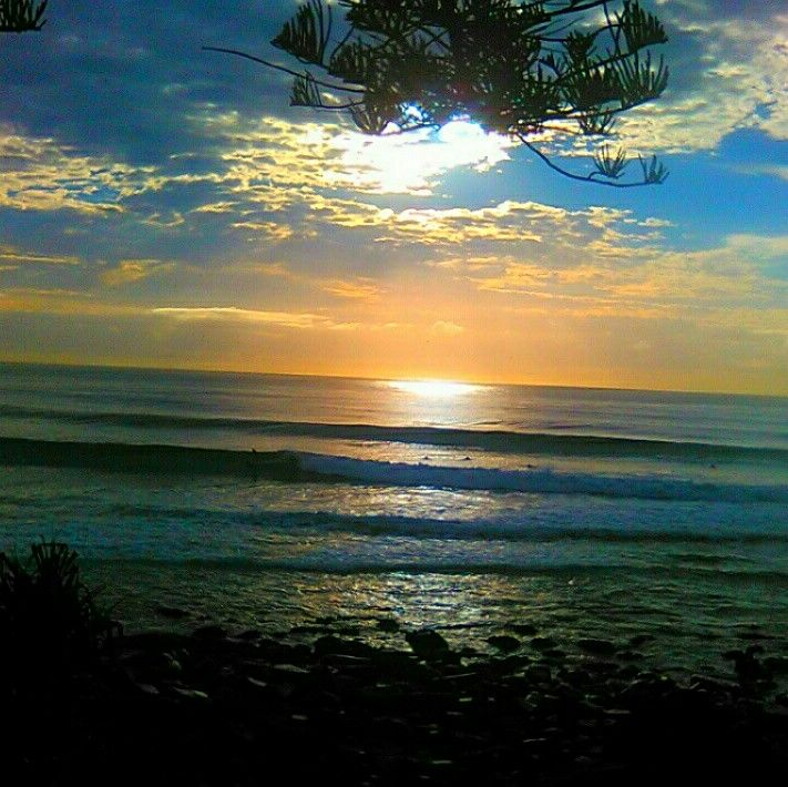 Sunday chill surfers endless surf perfecto waves.