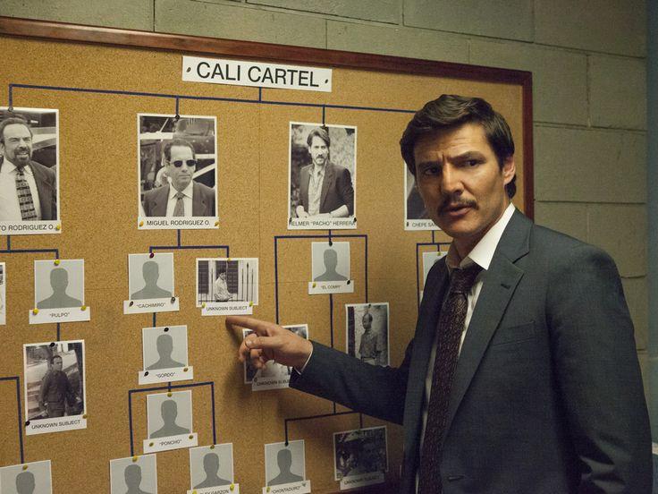 """Die Netflix-Serie """"Narcos"""" geht 2018 in eine vierte Runde. In der kommenden Staffel wird Pedro Pascal von zwei neuen Hauptdarstellern abgelöst. Seit 2015 war Pablo Pascal (42) als DEA-Agent Javier Peña in der Serie """"Narcos"""" zu sehen. Doch nach der dritten Staffel soll..."""