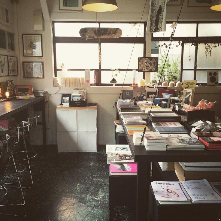 《 中目黒 》Ofr TOKYO パリで人気のブックストア&ギャラリー0fr.の東京店がオープン。パリのオーナー、アレックスが選ぶアート作品や雑誌、東京店セレクトのオブジェやアクセサリーが並び、アーティストの集うコミュニティスペースになっています。 https://www.goodspot.jp/pc/spot_detail/1833 おまけで、goodroomスタッフおすすめの憩いスポットも♪