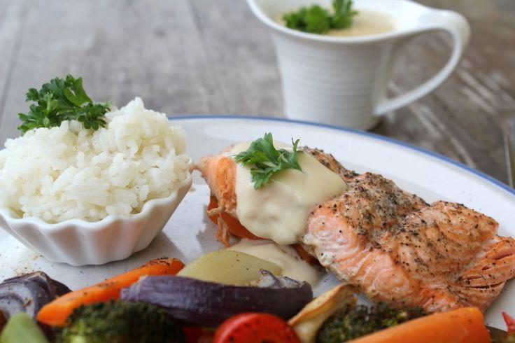 Heisann! Ovnsbakt laks og grønnsaker er noken av dei bedre middagene eg får. Det er utrulig enkelt og krever få ingredienser, men det er så godt! Når alt berre kan settes i ovnen og middagen lager seg sjølv, så er det også midt i blinken i en hektisk kvardag. Resten av tilbehøret varieres etter kva …