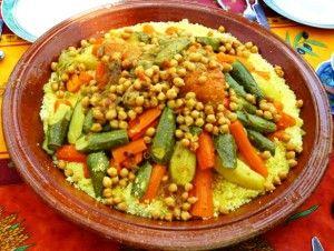 Couscous is een van de vele basis ingrediënten binnen de Marokkaanse keuken. Je kan de Couscous op verschillende manieren bereiden en combineren naar wens. Couscous Bidaoui is een couscous gerecht met zeven groenten soorten. Onderstaand recept is voor 4...