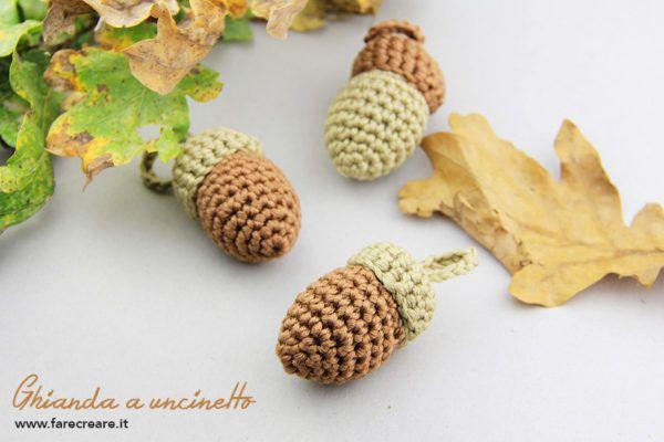 Solo per veri scoiattoli intenditori: http://www.farecreare.it/come-fare-ghianda-amigurumi-schema-semplice/ #amigurumi #crochet #fruttta