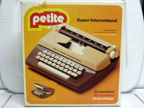 Vintage-1976-Petite-Super-International-Kids-Typewriter-Toy