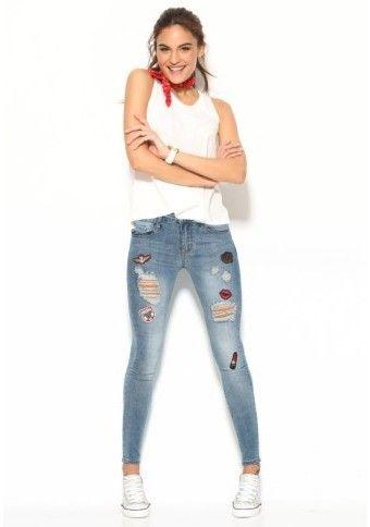 Slim džínsy s nášivkami a efektom obnosenia #Modinosk #streetstyle #fashion #jeans #džínsy