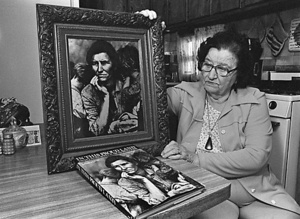 Florence Owens Thompson (daughter of Migrant Mother) with a copy of Migrant Mother