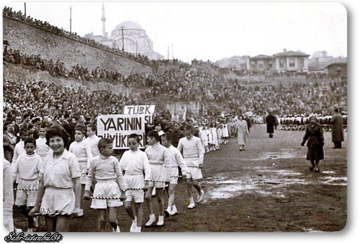 Fatih  Karagümrük (Vefa) stadında 23 Nisan 1960