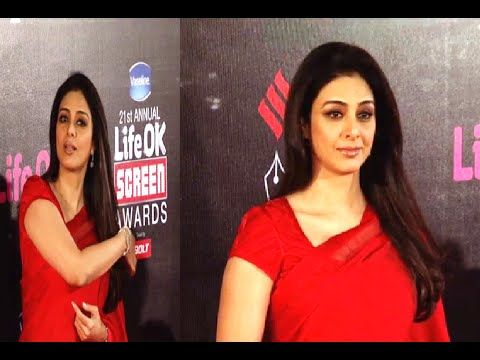 Tabu stunning gorgeous in red saree at 21st Annual Life Ok Screen Awards 2015.