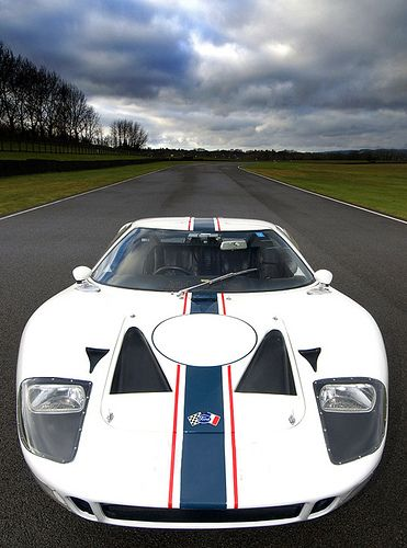 1965 FORD GT40 (REAL ONE !) Why can't Ford build something even remotely like this incredible car anymore :(