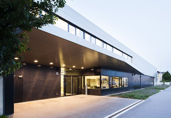Ambulance Station Simmering / S&P architects / http://www.soehnepartner.com/en/projects/ambulance-station-simmering
