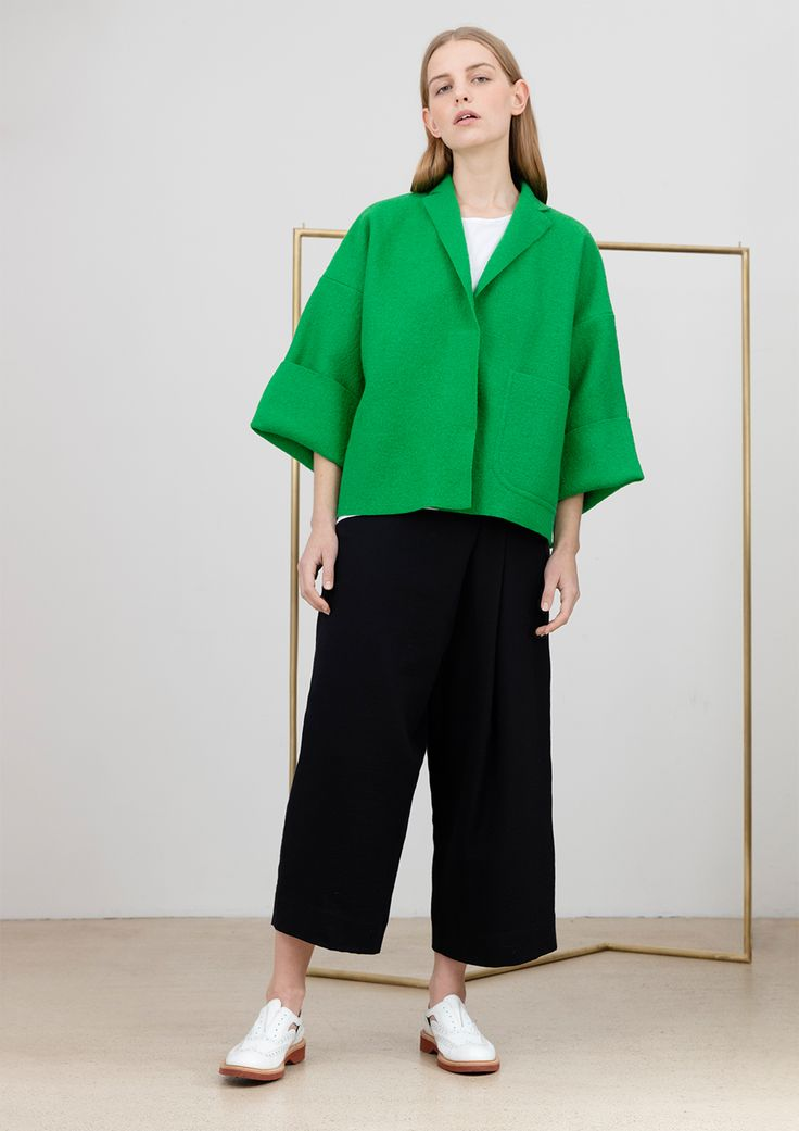 Oversize jacket in green wool, oversize top in white cotton and culotte, made by measure, in black cotton and ea #simpelthen #purity & #style #handmade in #switzerland