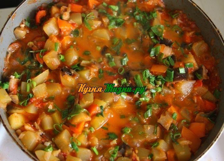 Рататуй — очень вкусное и полезное блюдо. Рататуй – рецепт французской кухни. В блюде нет мяса, и оно содержит большое количество витаминов.  Оно является, как и основным блюдом, так и гарниром к мясу.