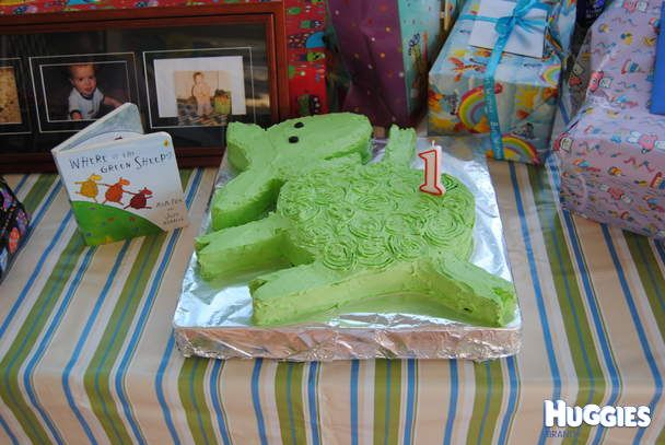 Charlie's favourite book just before he turned one was Where is the Green Sheep. He is my first child so it was my first birthday cake but I was up for the challenge. Charlie certainly found the green sheep - it was his first taste of cake and he couldn't get enough!