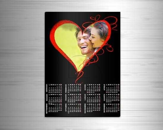 Il calendario magnetico con cuore rosso