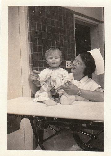 VINTAGE PHOTO WOMAN NURSE WITH BABY 1910s-20s