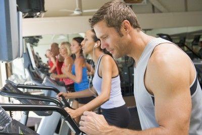Sử dụng máy chạy bộ và tập luyện tốt nhất với những bài tập được đưa ra.