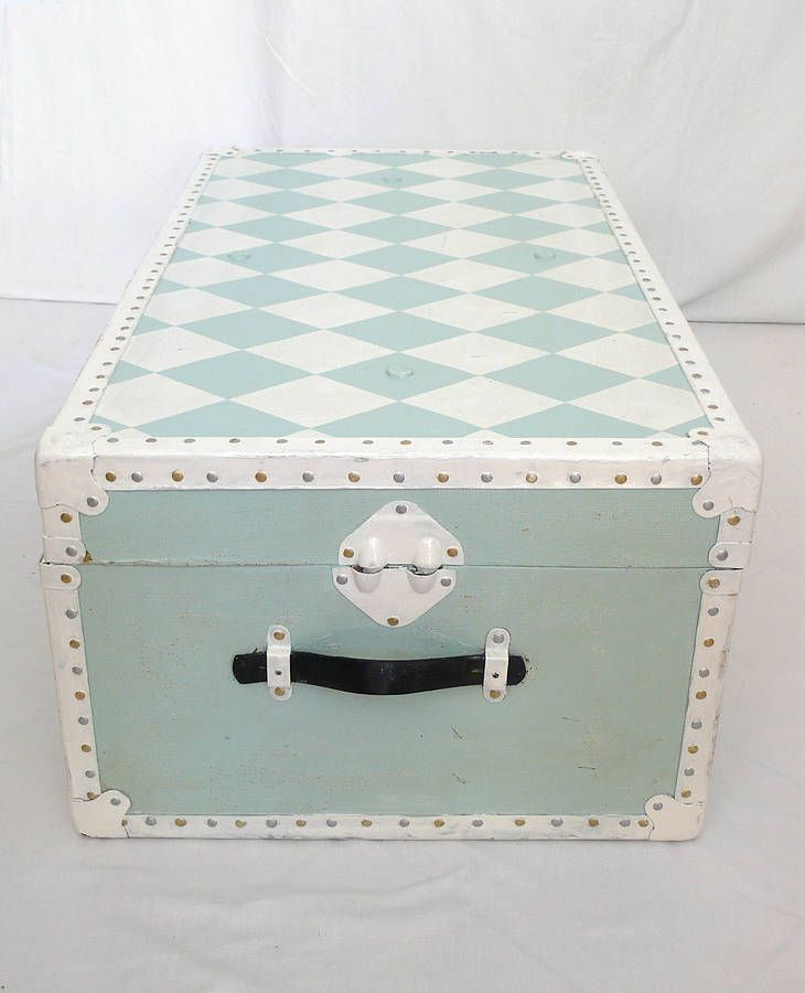 Vintage Harliquin Trunk. Love this! Something to do to one of my old trunks!