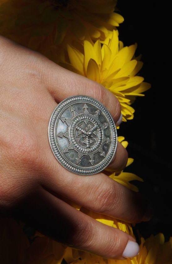 Soarele, în toată strălucirea lui.  #metaphora #silverjewellery #silverjewelry #ring #india