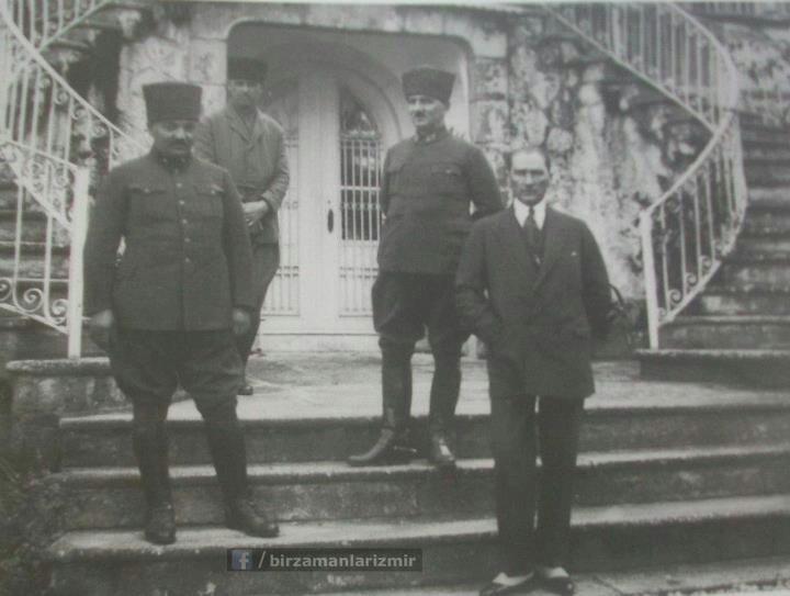 Atatürk, Latife hanımın köşkünde, Uşak