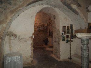 5. Είσοδος προς το κλίτος του Αγίου Ελευθερίου