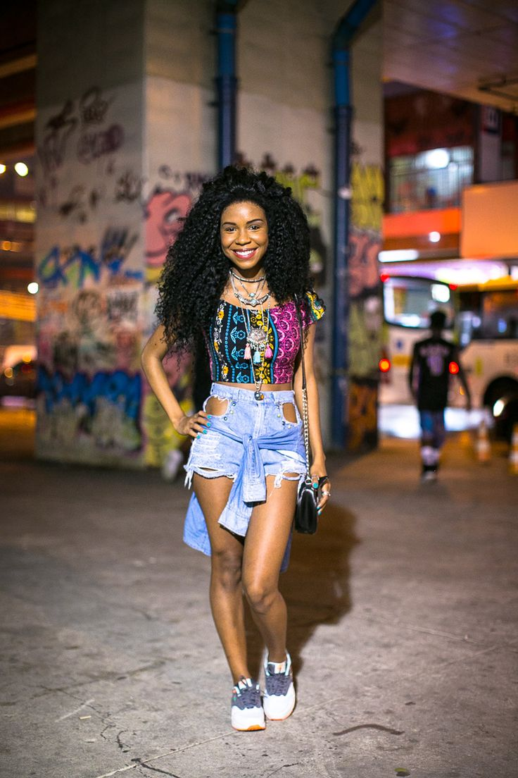 nome é americanizado, mas a influência da cultura sneaker no estilo carioca é cada vez mais real. Apesar do Rio ser visto como uma cidade de praia e belezas naturais, temos por aqui uma cultura urbana pulsante e que mexe diretamente com o que escolhemos para vestir. Não foi à toa que a Nike escolheu …