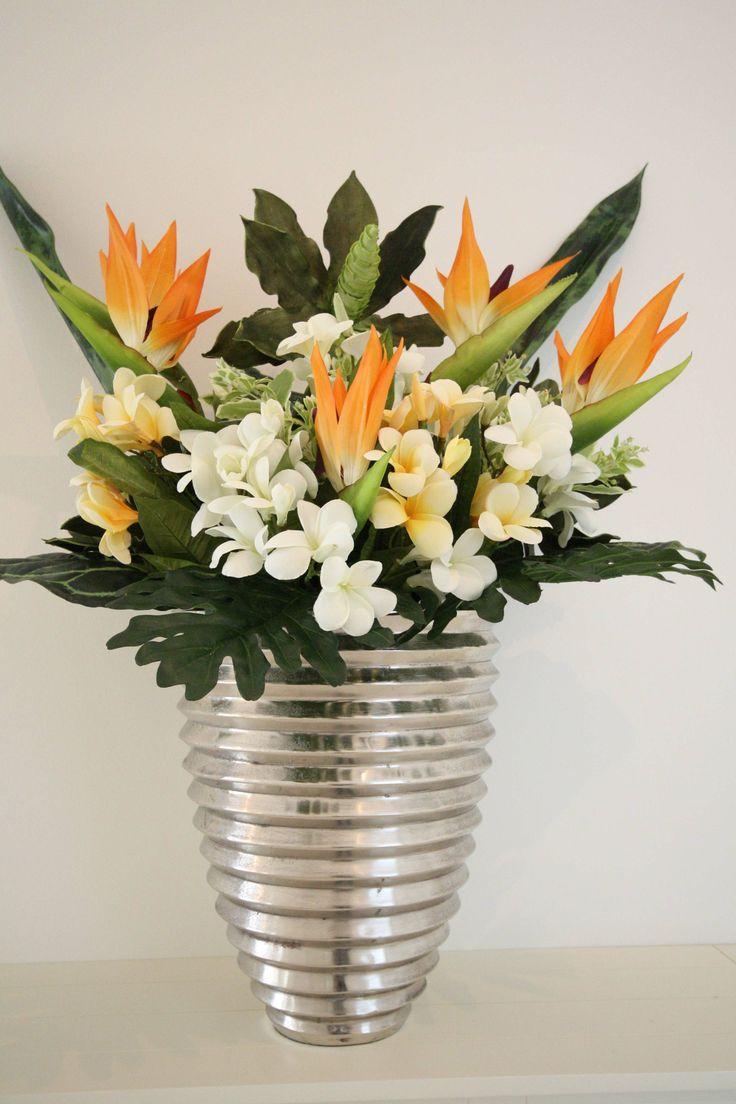 Vase mit Strelizien & Frangipani