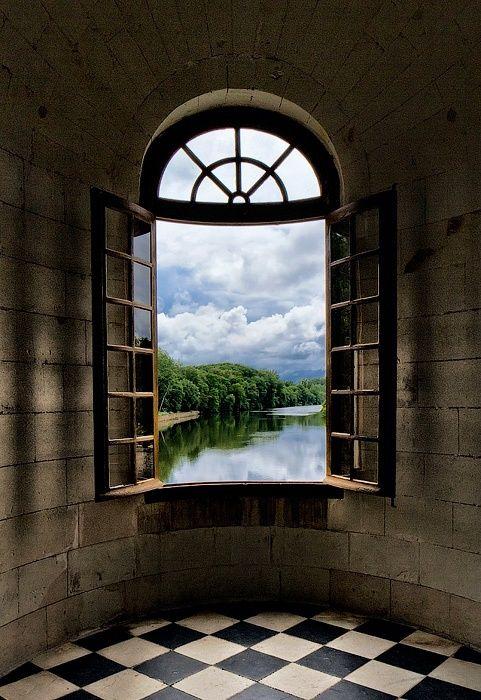 Vista do castelo. Borgonha, França.  Fotografia: via Carolyn.
