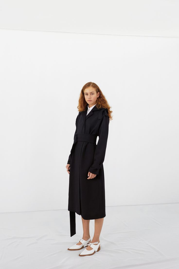 See the complete Victoria Beckham Pre-Fall 2016 collection.