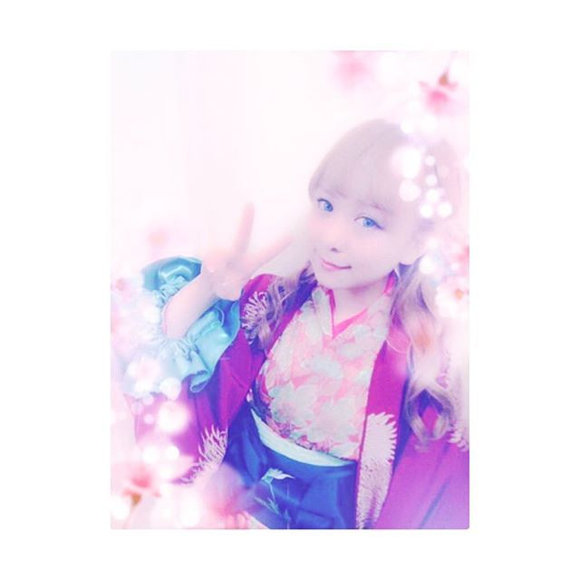 【sakura_39world】さんのInstagramをピンしています。 《🌸🌸🌸 * 金髪に染めたい。 青い瞳になりたい。 いろは姫になりたい。 かなかなちゃん可愛すぎる。 散れ刻だいすき。 時代物がやりたすぎて。 とにかく今は金髪欲。 でも似合わないだろうなぁ。 * #Sakura日和 #平松可奈子 #散れ桜よ刻天ノ証ニ #散れ刻 #いろは姫 #可愛すぎる #金髪 #染めたい #欲求 #桜 #cherryblossom #🌸》