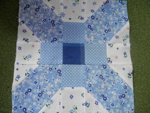 Jitunky (JITTA) BOM bloček:  www.amiejitta.blogspot.com