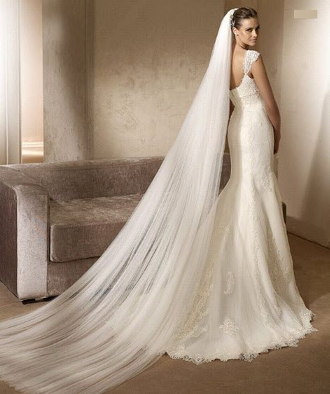 Vintage Style Lace and Silk Mermaid Style Wedding Gown With Cap Sleeves And Long Dramatic Veils