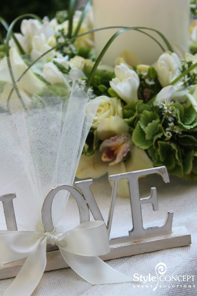 LOVE favor & beautiful centerpiece with fresh flowers.