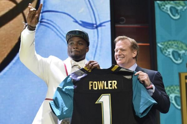 Jacksonville Jaguars defensive end Dante Fowler Jr. was arrested in St. Petersburg, Fla., on Tuesday night on charges of simple battery and…
