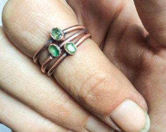 Anillo del ópalo de RAW | Anillo de ópalo australiano | Anillo del ópalo áspero | Joyería del ópalo de fuego australiano crudo | Anillo del ópalo áspero | Anillo del ópalo australiano bruto  Un ópalo australiano crudo ha sido Electroformado a un anillo de cobre martillado de calibre 12 la mano.  Este es el tamaño del anillo del ópalo que ofrezco.  Si no ves el tamaño que necesitas, o si quiere mantener sus peticiones especiales en mente por favor, seleccione personalizados y voy a hacer…