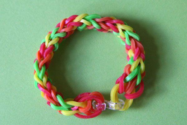 bracelet-élastiques à tresser autour des doigts... Pas besoin d'outils !