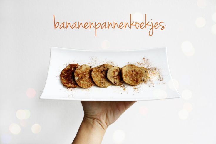 Snel en gezond ontbijten? Volg dan Louise haar recept voor bananenpannenkoekjes met slechts 4 ingrediënten. -> http://www.shadesofghent.be/lifestyle/food-bananenpannenkoekjes/